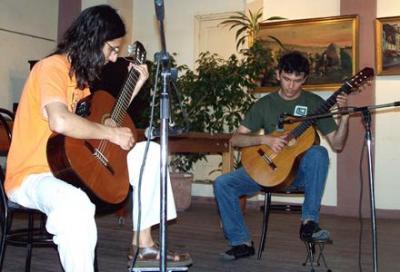 20091114205145-dosdecafonicos.jpg