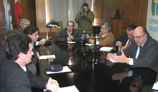 20100728151649-diputados-canarios-con-carambula.jpg