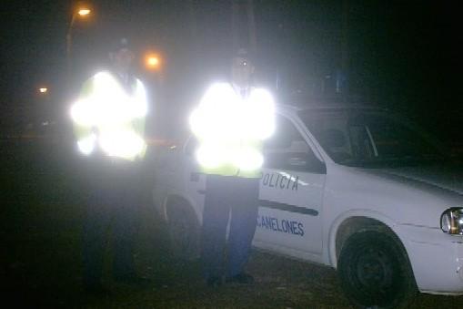 20110105203101-policias-de-noche.jpg