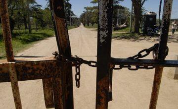 20110207152352-entrada-colonia-berro-cadenas.jpg