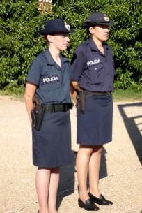 20110228212310-policias-femeninas.jpg
