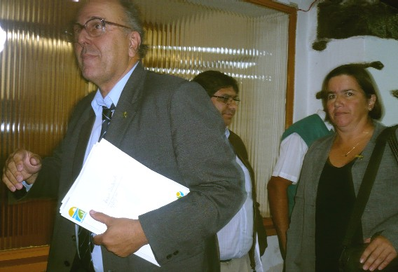 20110405143553-intendente-carambula-.jpg