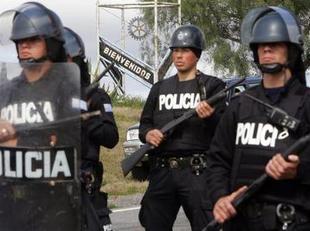 20110825000632-militares-a-policia.jpg
