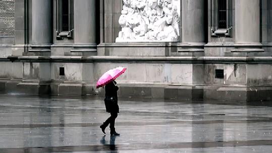 20120921140045-paraguas-rosado.jpg
