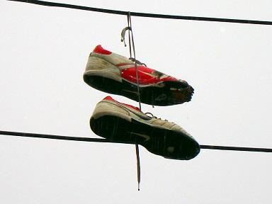 20131025011940-zapatos-colgados.jpg