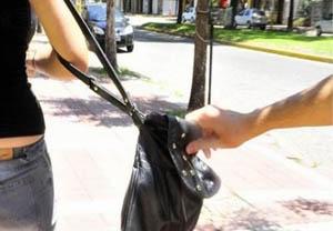 20140228144142-robo-cartera-calle-mujer.jpg
