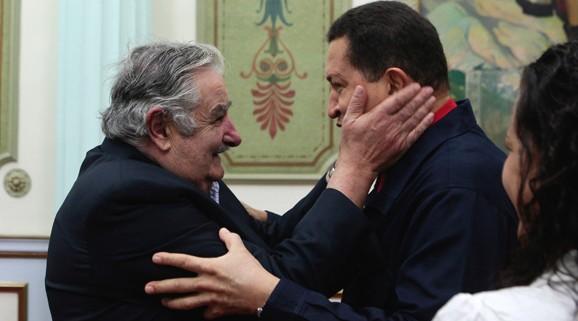 20121027161618-mujica-chavez.jpg