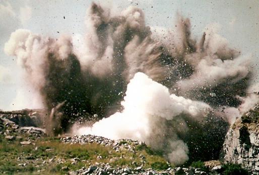 20150718013646-explosion-cantera.jpg
