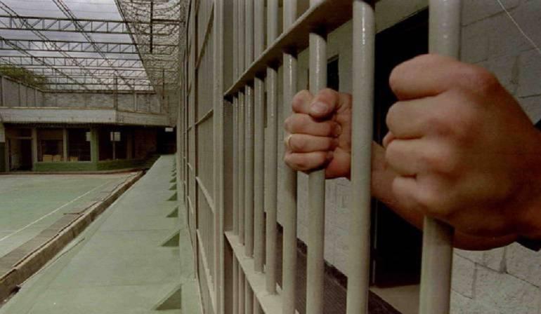 20180628150630-reja-recluso-manos.jpg