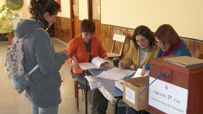 20191204125813-votando-foto-hoy-canelones-.jpg